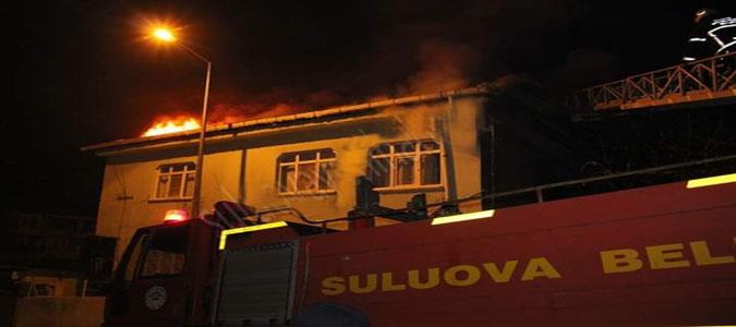 Suluova'da Çatı Yangını Panik Yarattı