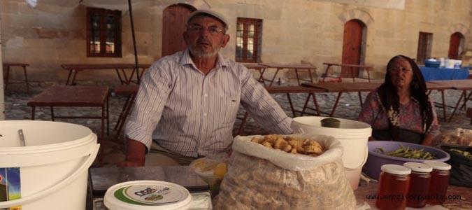 Taşhan'a taşınan katık pazarı esnafı isyan etti.
