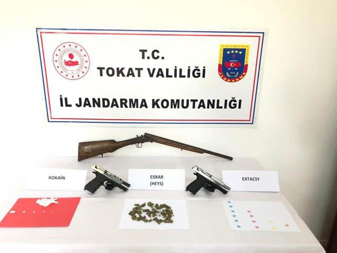 Yol Çevirme Uygulamasında Uyuşturucu ve Silah Yakandı