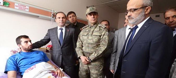 Vali Işık yaralanan askerimizi ziyaret etti