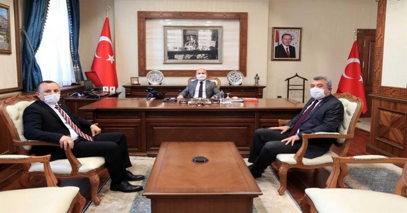 Vali Varol, CHP İl Başkanı Av. Turgay Sevindi ile Merkez İlçe Başkanı Arif Ferahoğlu'nu Makamında Kabul Etti