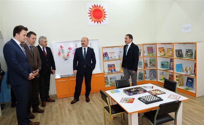 Vali Varol Gümüşhacıköy Halk Kütüphanesini Ziyaret Etti