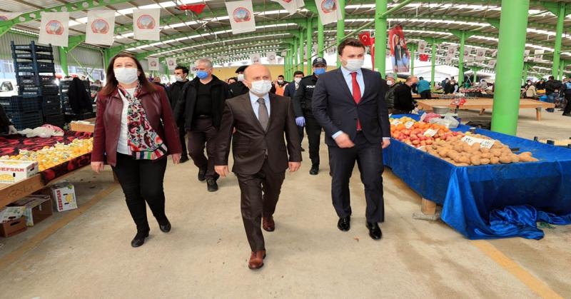 Vali Varol, Gümüşhacıköy Halk Pazarını Ziyaret Ederek Koronavirüs Önlemlerini Yerinde İnceledi