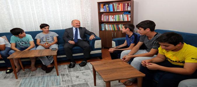 Vali Varol Şehzade Çocukevini Ziyaret Etti