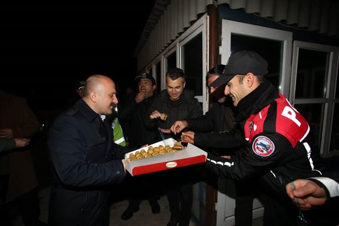 Vali VAROL'dan Polis ve Jandarma'ya Yılbaşı Ziyareti