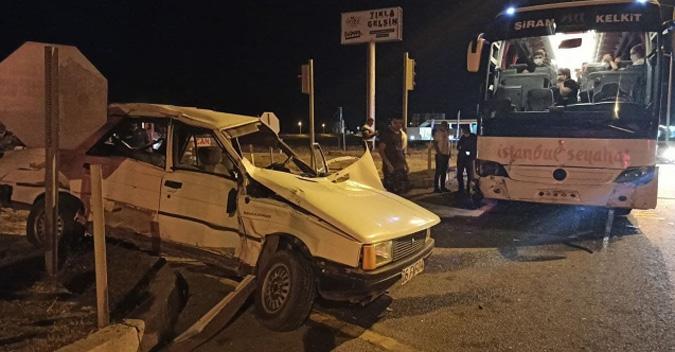 Yolcu otobüsü ve otomobil çarpıştı