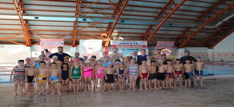 'Yüzme Bilmeyen Kalmasın' Projesiyle Amasya'da Binlerce Öğrenciye Yüzme Öğretiliyor