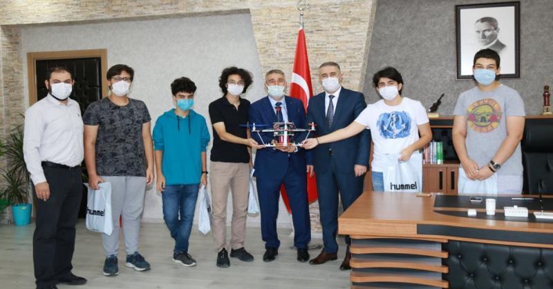 Amasya Bilsem Kodrota Takımı İl Milli Eğitim Müdürü Ömer Coşkun'u Ziyaret Etti