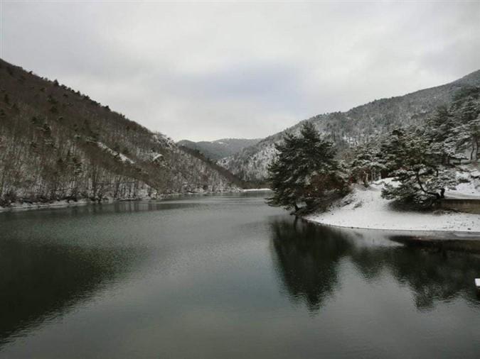 Boraboy Gölü'ne Yılın İlk Karı Yağdı