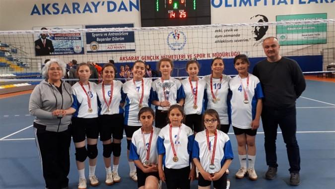 İşitime Engelliler Okulu Kız Voleybol Takımı Üst Üstte 3. Kez Türkiye Şampiyonu