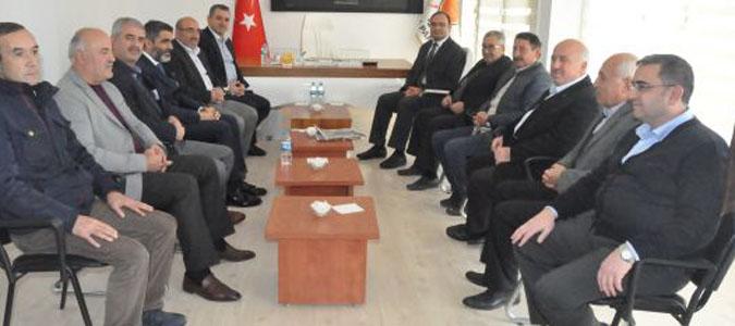 Merzifon Kaymakamı Gürkan Demirkale, siyasi partileri ziyaret bulundu