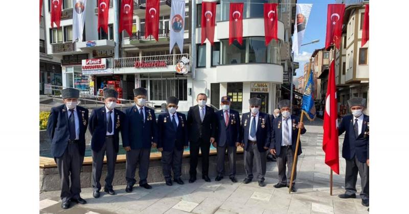 Sevindi; '19 Eylül; Büyük Önder Mustafa Kemal ATATÜRK'ün şahsında Türk kahramanlığının taçlandığı bir gündür'