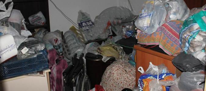 Suluova'daki çöp evden 1 kamyon atık çıktı