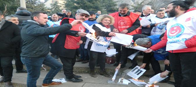 Türkiye Kamu-Sen'den Bordro Yakma Eylemi