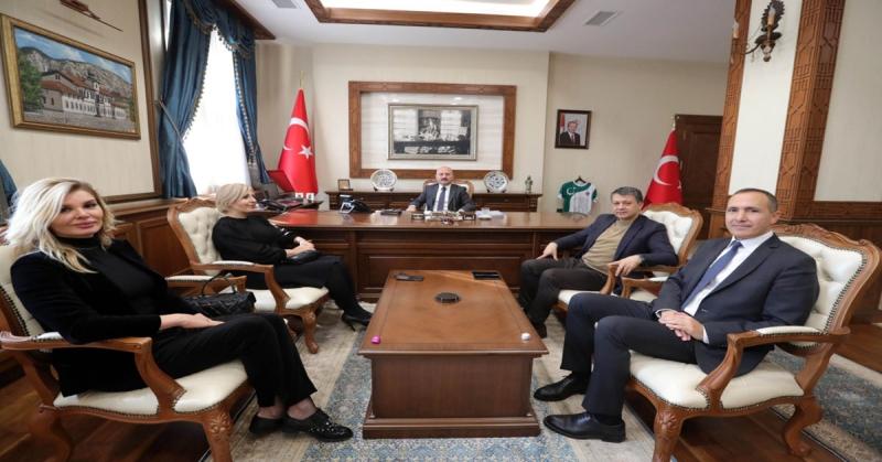 Vali Varol, Küresel Gazeteciler Konseyi Genel Başkanı Mehmet Ali Dim ile KGK Genel Sekreteri Kahraman Halisçelik ve Gazetecileri Kabul Etti.