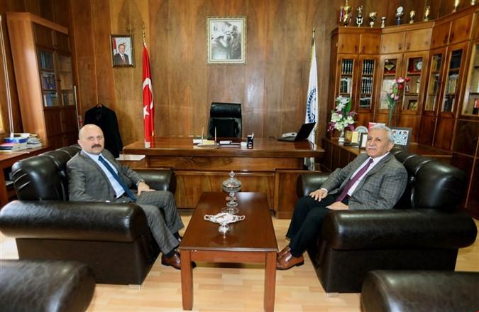 Vali Varol Müftü Keşvelioğlu'nu Ziyaret Etti