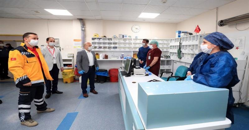 Vali Varol,Sağlık Çalışanlarının Bayramını Kutladı
